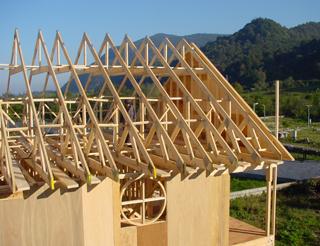 سقف شیبدار خرپای چوبی