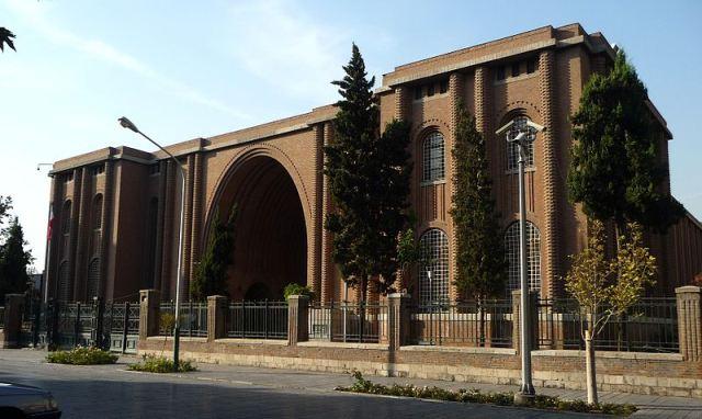 رساله طراحی موزه لباس ایرانی