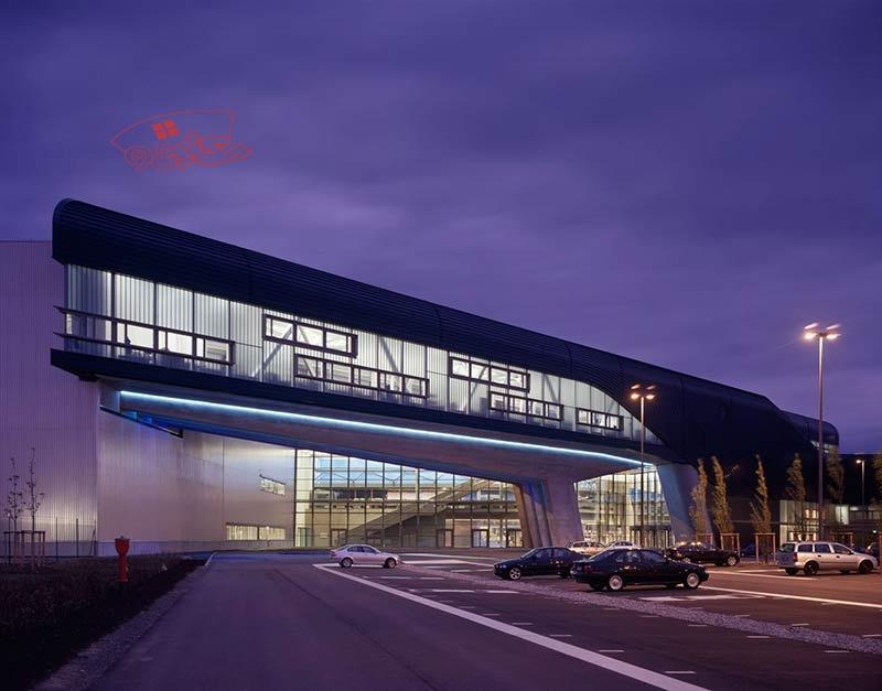 پاورپوینت کامل ساختمان مرکزی کارخانه BMW